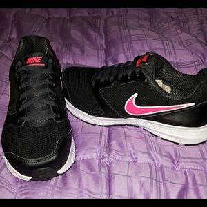 Nike tennis shoes NWT